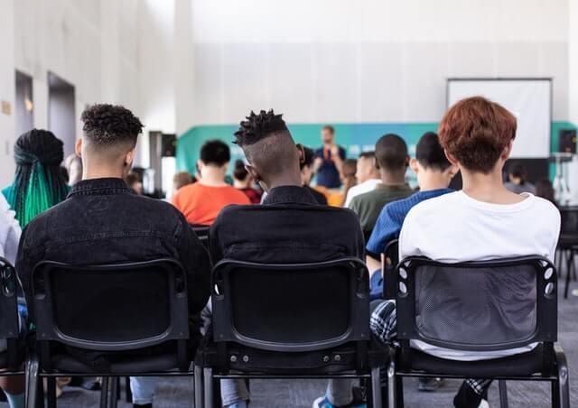 Un riesgo de la educación virtual es dificultar la movilidad social